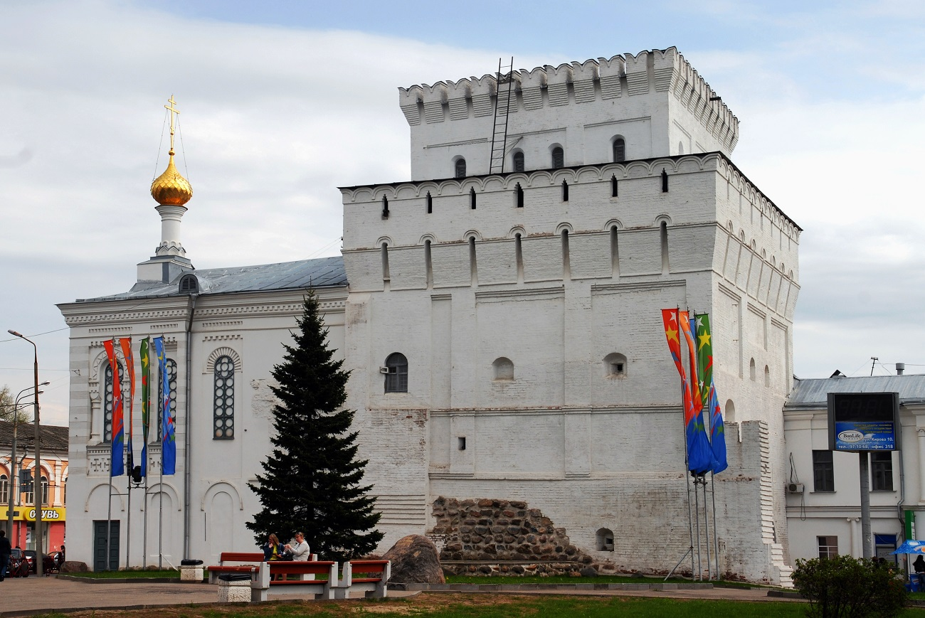 Vlasyevskaya Tower in Yaroslavl